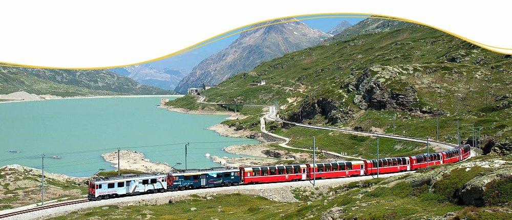 Bernina Express am Lago Bianco, Schweiz