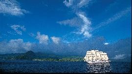 Royal Clipper vor Dominica