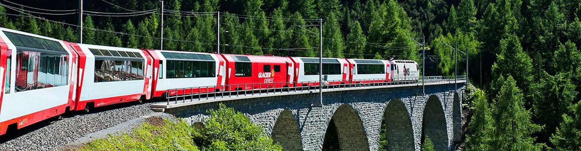 Glacier Express am Oberalp, Schweiz