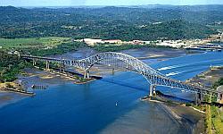 Panamakanal  mit Windjammer