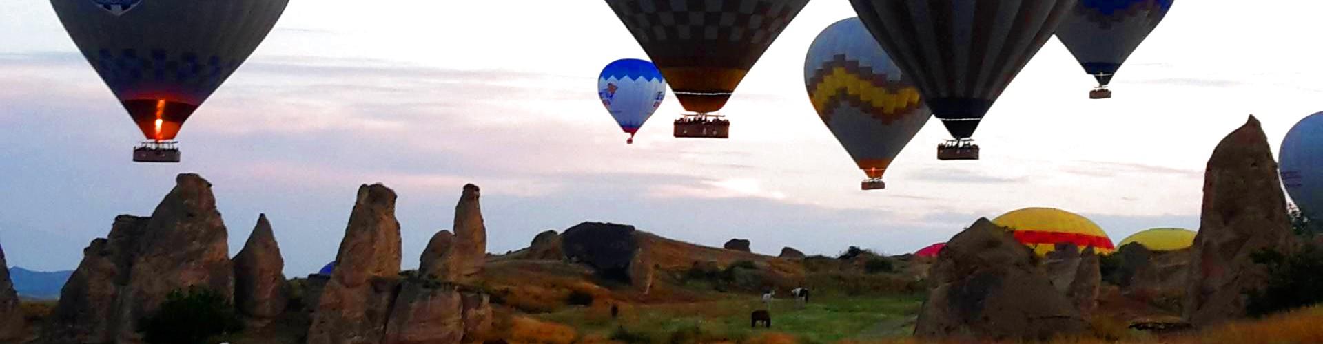 Im Kappadokien Urlaub märchenhafte Landschaften hautnah genießen
